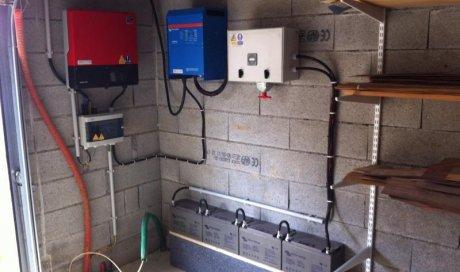 Solutions Soleil Énergie Alimentation autonome en électricité avec batteries pour stocker de l'énergie solaire Bourg-en-Bresse